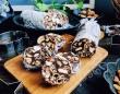 柿ピーがポイント!絶妙にうまいサラミ風チョコの作り方【ネトメシ】