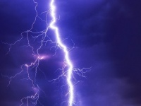 ライトニングボルトー!落雷をレーザーで誘導し特定の場所に落下させる新技術(オーストラリア研究)