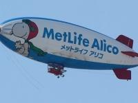 メットライフアリコ広告表示をした飛行船(「Wikipedia」より)