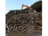 写真1:がれきの写真:震災がれきの女川町での処理作業