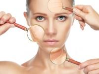 「目元」「眉」「唇」の3か所にフレームマジックを施せば顔全体の印象が引き締まる!(depositphotos.com)