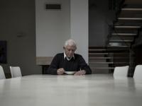 孤独の原因は遺伝か環境か?(shutterstock.com)