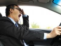 居眠り運転に要注意!(shutterstock.com)
