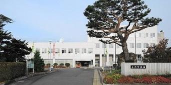 高梨沙羅選手の出身地・上川町の役場(アラツクさん撮影、Wikipedia Commonsより)