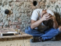 薬物依存の自己嫌悪の闇は深い(shutterstock.com)