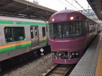 池袋駅で出発を待つツアー列車