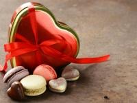 運命数7の男性にはマカロンを!カレの心に響くバレンタインチョコを占う【恋占ニュース】