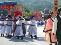 「対馬厳原港まつり」での「朝鮮通信使行列」の様子