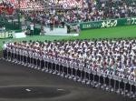 夏の恒例『高校野球』の開会式で女子生徒にアクシデントが発生、批判続出