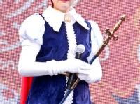 『リボンの騎士』の主人公・サファイアのコスプレを披露した小池百合子東京都知事。