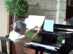 素晴らしい! 85歳のおばあちゃんが奏でるピアノの音色に感動する人が続出。