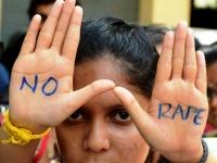 インドでレイプに抗議する女性