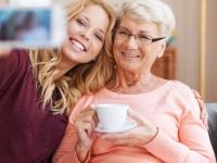 9月19日は敬老の日! おじいちゃん、おばあちゃんに感謝を伝える予定の大学生は〇割