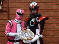 オルコネマン(右)とヒーロー・ピンク(左)