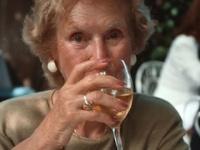週に1~3杯程度の少量飲酒者が最も長生き?