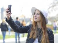 自撮り写真をSNSにあげたことがある大学生は約◯割! 意外とSNS世代も慎重?