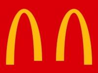 マクドナルド、ロゴマークのゴールデンアーチを分断し「社会的距離の実行」を呼び掛けるキャンペーン