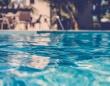 【夢占い】プールで泳ぐ夢を見る理由は「心身ともに疲れている」