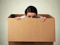 視線恐怖症は中高校生期に発症しやすい(shutterstock.com)
