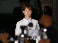 保釈される吉澤ひとみ被告(写真:Pasya/アフロ)