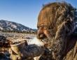 60年間まったく体を洗ったことのないウロコのような皮膚を持つイランの老人