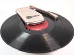 携帯用レコード再生機『ポケット・フォノグラフ』が職人の手によって復活!