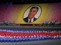 北朝鮮の建国70周年マスゲームの様子(写真:AP/アフロ)