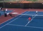 もうダメか!?と思ったら… テニスの試合でミラクルショットが生まれた。