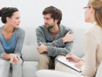心理カウンセラーになるには? 仕事の領域や資格について