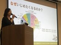 公演する栗岡まゆみ氏
