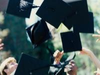 大学の卒業式に両親を呼んだ人は約4割! 社会人の先輩に聞いてみた