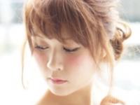 【ロングアウター・ポンチョ・ノースリニット.etc】シルエットが特徴の秋アイテムに似合う髪まとめ