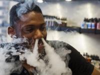 ニューヨークの電子たばこスタンドの様子(写真:ロイター/アフロ)