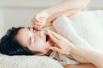 翌朝にひびく…睡眠の質を下げる夜の習慣とは?(*画像はイメージです)