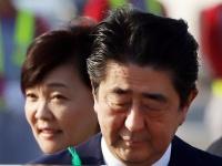 安倍晋三首相と昭恵夫人(つのだよしお/アフロ)