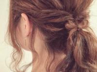 """旬アレンジの隠し味☆""""細めの後れ毛""""をマスターして更に可愛くヘアアレンジ♪"""