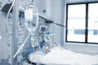 事故で昏睡状態に陥っていた女性、27年ぶりに目覚める(アラブ首長国連邦)