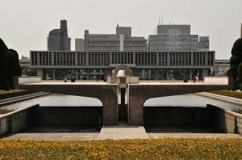 広島平和記念資料館(m-louis .(R)さん撮影、Flickrより)