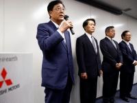 新役員人事を発表する三菱自動車・益子修会長(ロイター/アフロ)