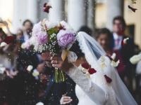 身内だけ派が多い? 約8割の独身社会人が自分の結婚式に会社の人を呼ばないと回答