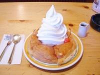 コメダ珈琲店のシロノワール(「Wikipedia」より)