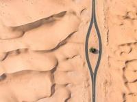 中東の砂漠上空からドローン撮影した写真がマジアート!ミステリーサークルさながらの光景(アラブ首長国連邦)
