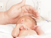 親が横柄なために赤ちゃんが犠牲に?(http://jp.depositphotos.com)