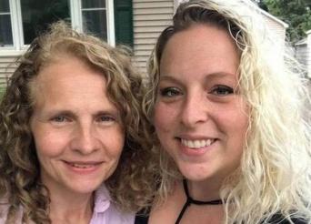 隣の家に引っ越してきたのは、長年探し続けていた実の姉だった。7年越しに運命の再会(アメリカ)