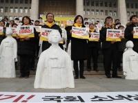 韓国国会に少女像を「正義党」議員が集会(YONHAP NEWS/アフロ)