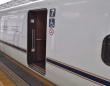 学生は、新幹線に乗る?乗らない?(画像はイメージ)