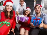 恋人以外の異性にクリスマスプレゼントってあげるもの? 男性も女性も約8割が……