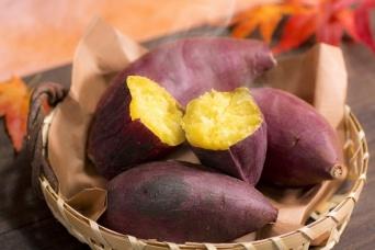 食欲の秋を象徴する焼きイモ(写真はイメージ)