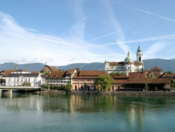 スイス・ゾロトゥルンの街並 画像は「Wikipedia」より引用