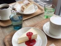 カフェ・ボンフィーノ本店のコーヒーとケーキ